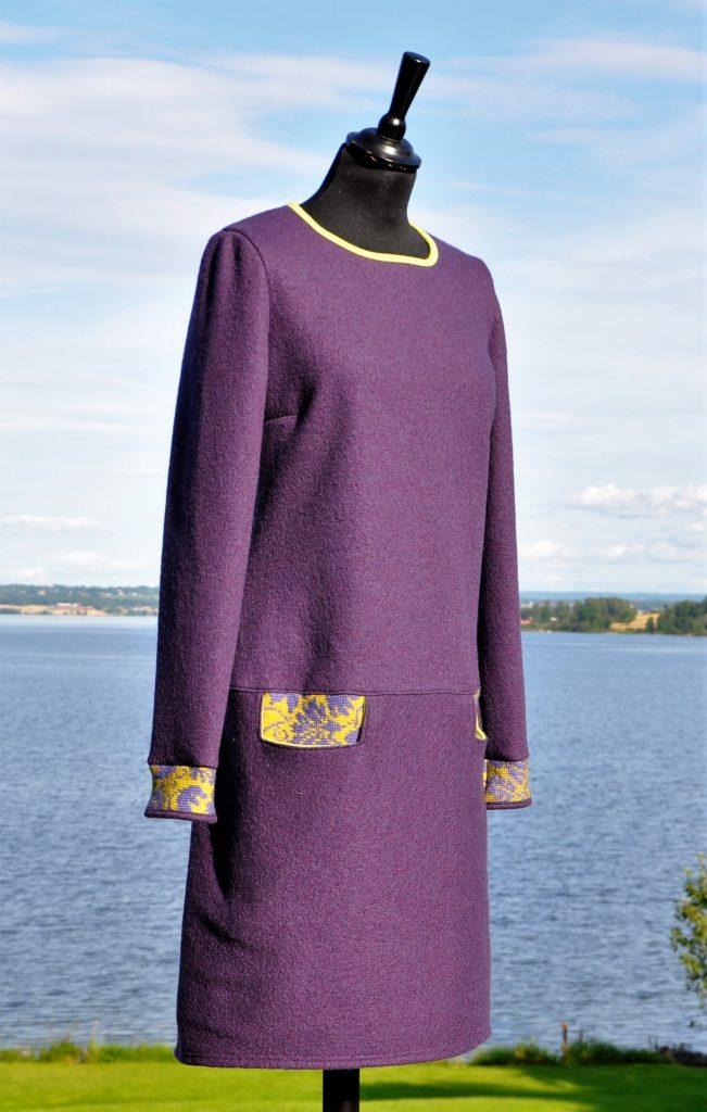 27 Smal lilla kjole med små rester fra oleanna jakke, str M/L kr. 2700